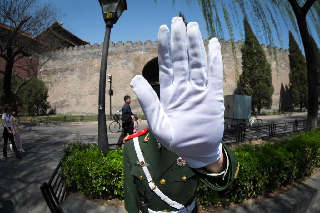 509_1forbidden_city_guard_handup_china_yost_0214